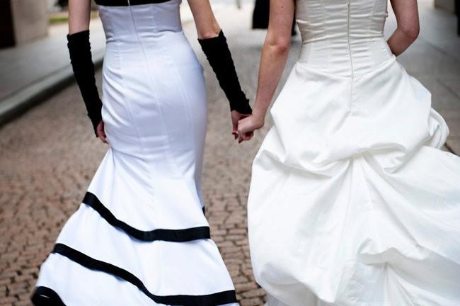 Que porter les lesbiennes leur mariage robe de soir e for Combien sont les robes de mariage de caroline herrera