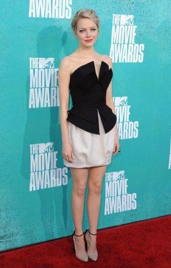 Emma Stone dans un avant-première portant robe de cocktail