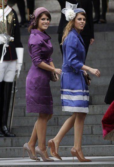 Princesses UK Béatrice et Eugénie portant aussi couleur nue pour soirées