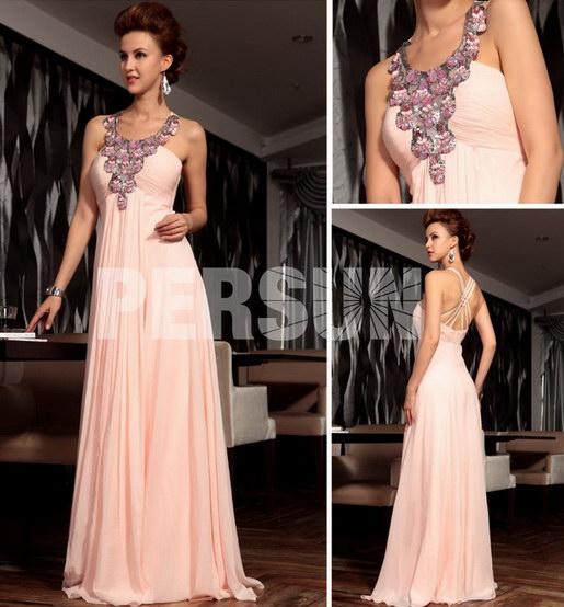 Robe de soirée rose ornée de bijoux et tissé brillante en mousseline de soie