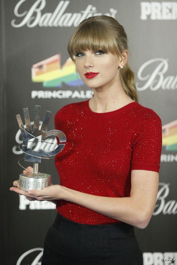 look classique de rouge à lèvres par Taylor Swift