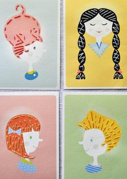 quatre tableaux d'enfant : couleurs neutre sur les peintures des enfants