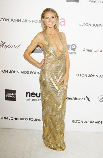 Hedi Klum porte une robe de soirée signée Julien Macdonald