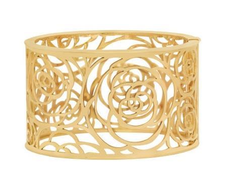 Manchette en or de Chanel ciselé camélia