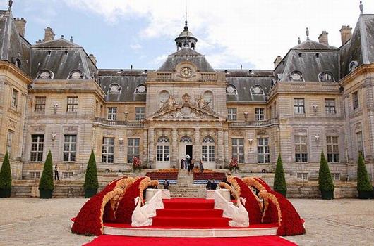 mariage le plus luxueux du monde robe en diverses occasions. Black Bedroom Furniture Sets. Home Design Ideas