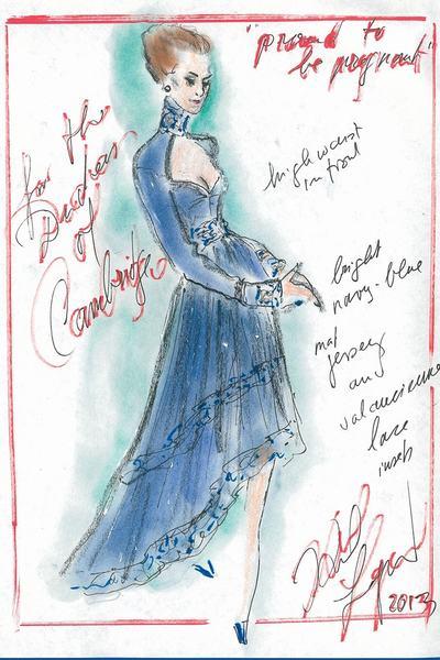 Robe de maternité bleue à traîne irrégulière créée par Karl Lagerfeld pour Duchesse Kate