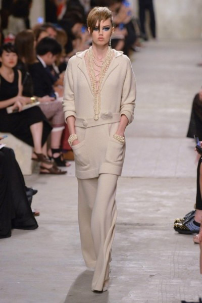 Liquette longue et pantalons de la collection Printemps 2014 Chanel
