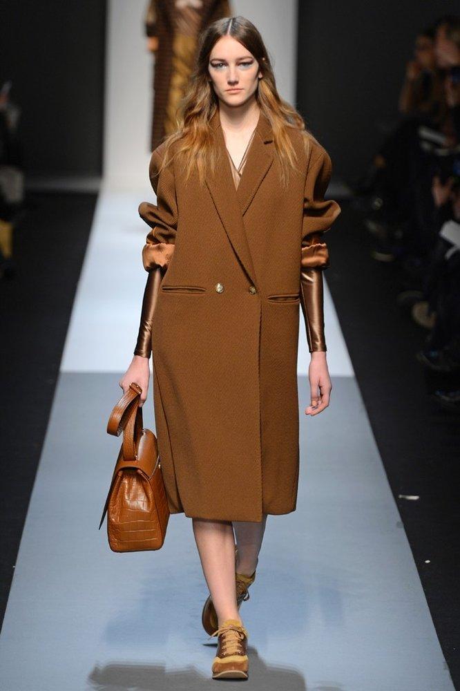 Manteau beige aux manches en soie de la collection Automne-Été 2013 de Max Mara