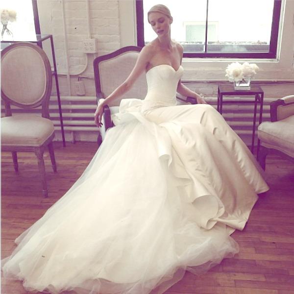 Robe mariage bustier en dentelle avec traîne large