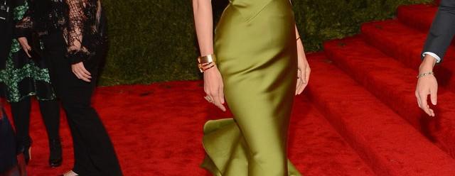 Uma Thurman en robe de soirée sirène sans sens de punk à Met Ball 2013