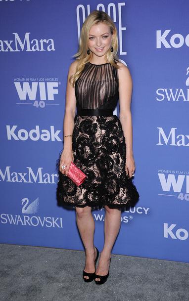 Francesca Eastwood en robe avec le bas en dentelle