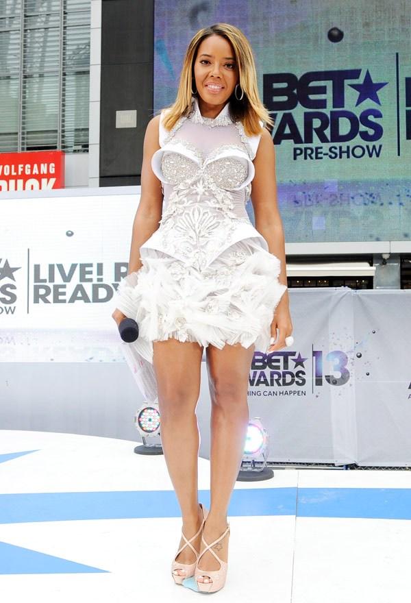 Angela Simmons en robe à tendance futuriste