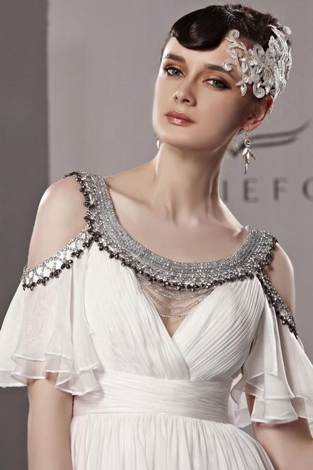 Bijoux fantaisie en accord avec robe de soirée