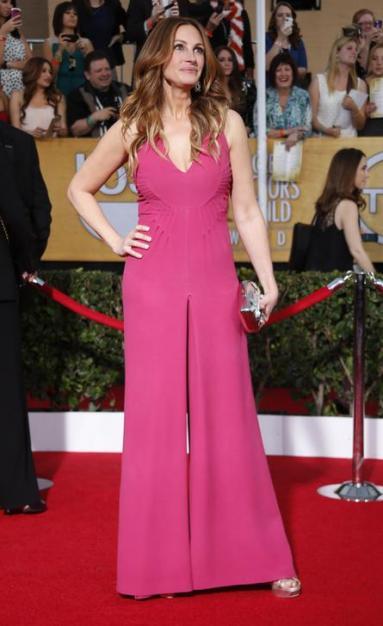 Julia Roberts en combi-pantalon Valentino aux SAG Awards 2014.