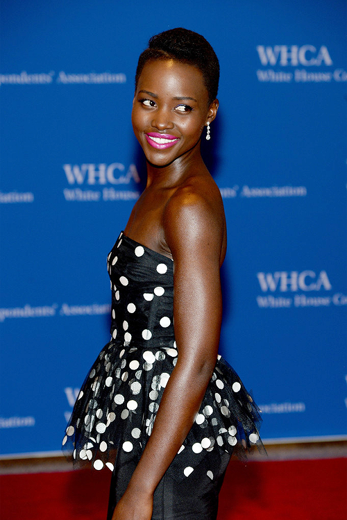 Lupita Nyong'o était toujours fidèle à son beauty look traditionnel