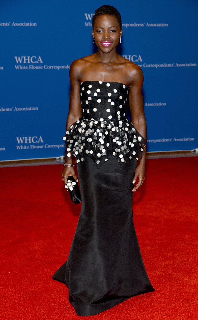 Lupita Nyong'o s'affiche dans une robe noire à pois blanc à la maison blanche
