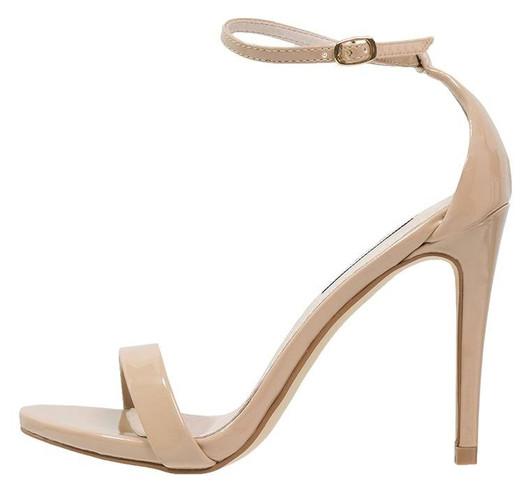 Les-sandales-Diane-Kruger-a-talons-hauts