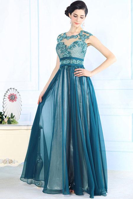 robe-soiree-longue-bleu-brodee-decollete-dos-nu