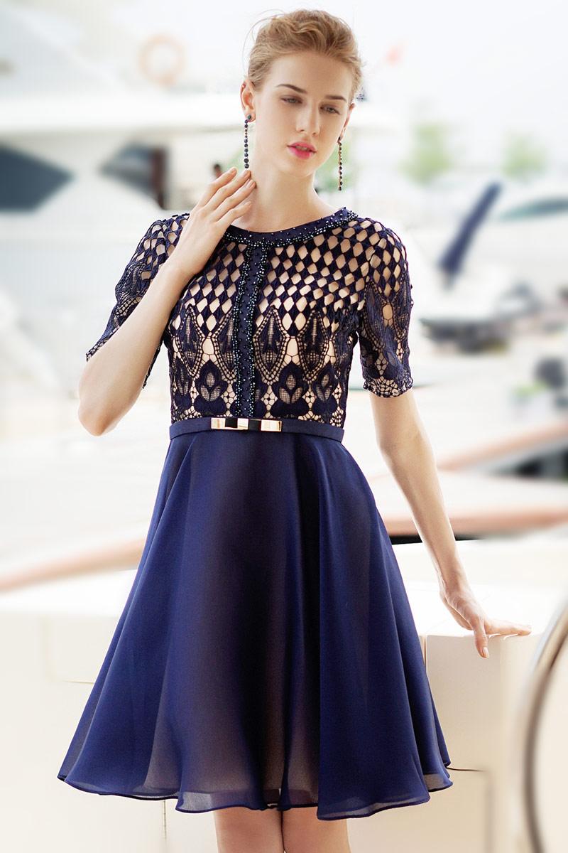 petite-robe-bleu-manches-courtes