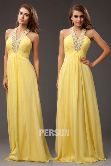 robe-de-soiree-jaune-col-v-bijoux