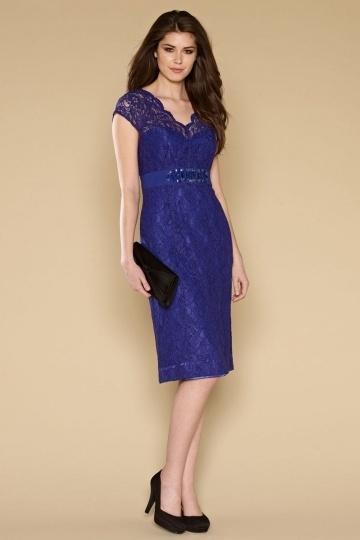 robe-de-soiree-courte-genoux-en-dentelle-violette-mancherons