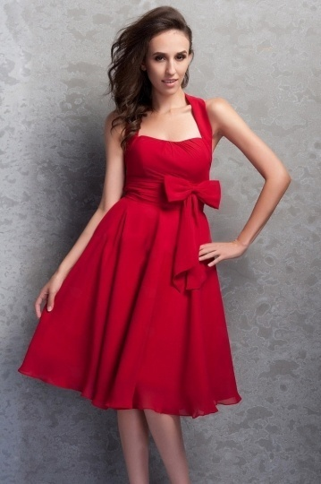 rouge-robe-de-soiree-courte-noeud-papillon-encolure-carree