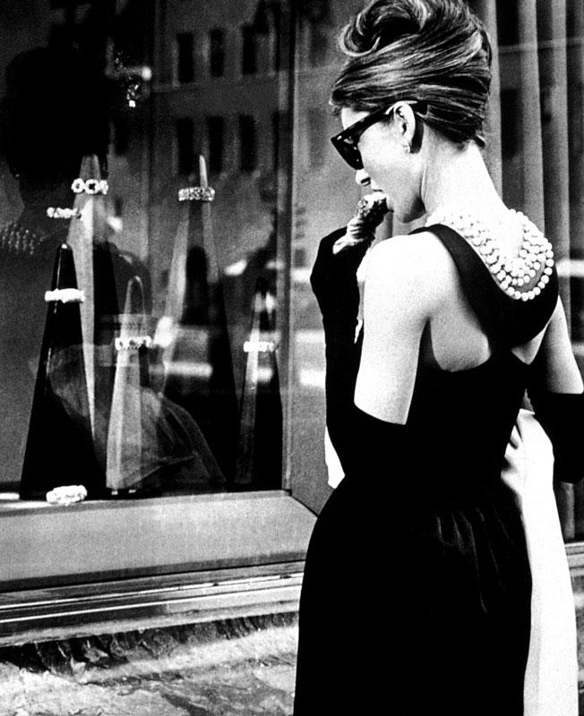 audrey-hepburn-petite-robe-noire