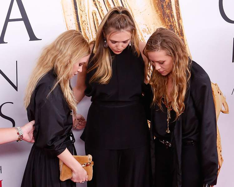 cfda-fashion-awards-les-soeurs-halliwell-de-la-serie-charmed-qui-s-appretent-a-jeter-un-sort