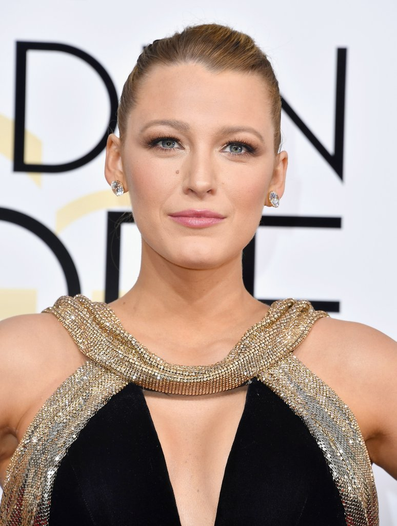 Blake-Lively-Makeup-Hair-Golden-Globes-2017