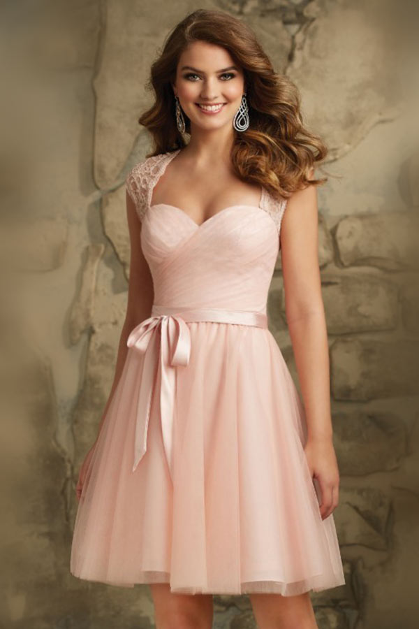 robe-cocktail-rose-decollete-en-coeur