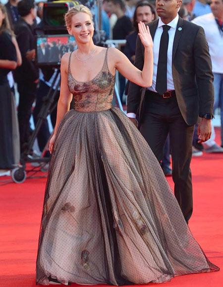 Robe de soirée princesse longue avec bretelle fine Jennifer Lawrence