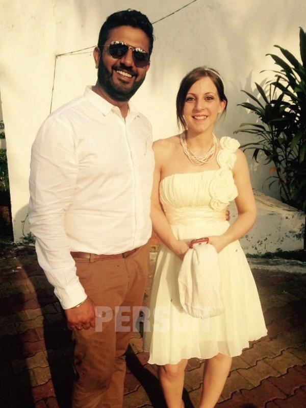 robe asymétrique orné de fleurs pour mariage