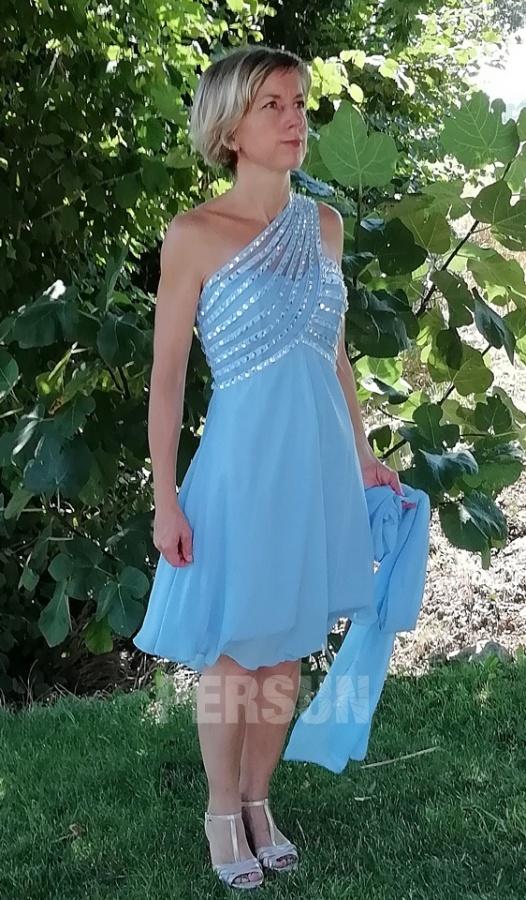 robe de cocktail asymétrique orné de bijoux