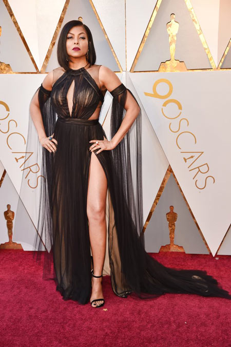 Taraji P Henson dans une robe de soirée sexy noire fendue