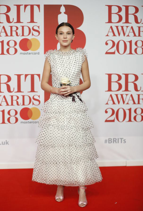 robe blanche princesse Millie Bobbie pour Brit Awards 2018