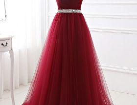 robe de soirée 2020 bordeaux bustier coeur ornée de bijoux