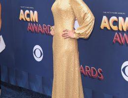 Nicole Kidman en robe dorée