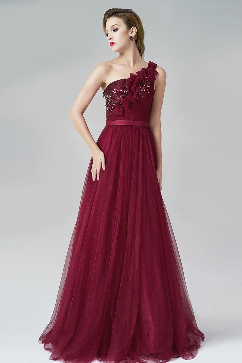 robe de soirée bordeaux asymétrique embelli de bijoux