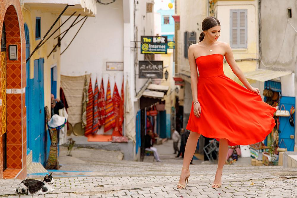 robe rouge bustier droit jupe irrégulière