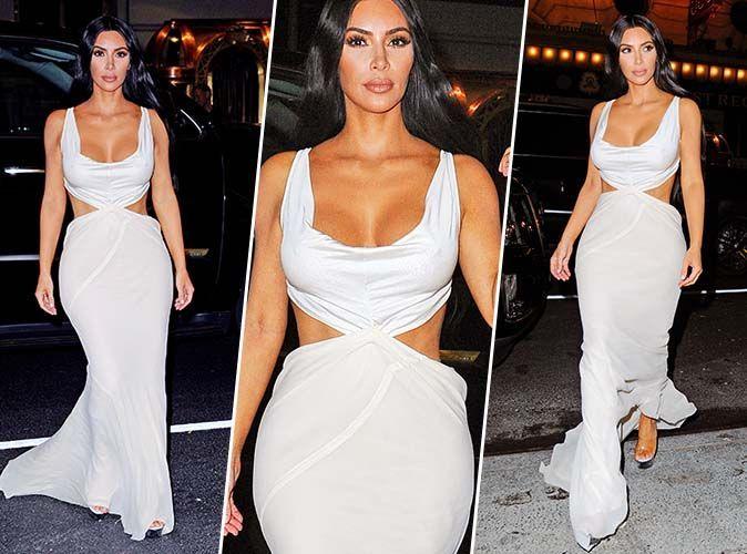Kim Kardashian en une robe de soirée blanche sexy découpé