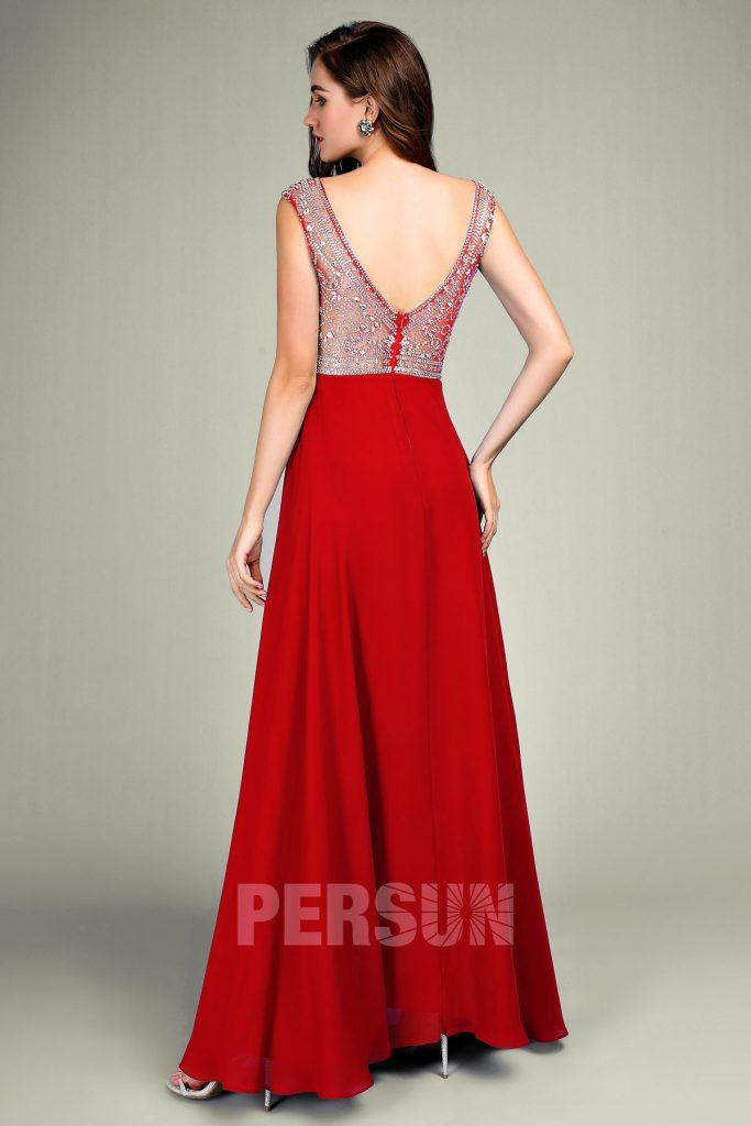 robe de soirée rouge embelli de bijoux dos échancré en V