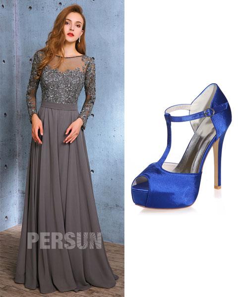 robe de soirée grise longue et sandale bleu