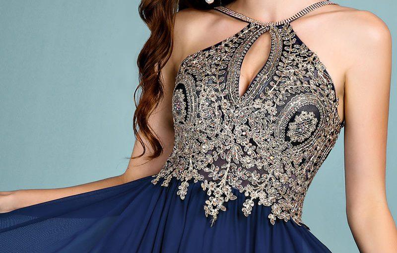 robe de soirée bleu marine col halter haut broderie baroque dorée classique